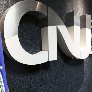 Desembargador que rasgou multa é afastado pelo CNJ, mas manterá salário