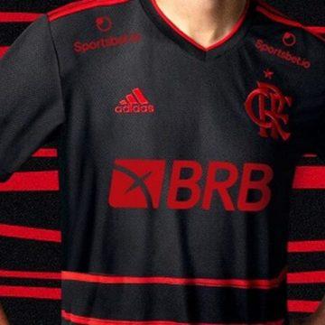 Flamengo divulga nova terceira camisa e vai destinar parte da renda para combate à Covid