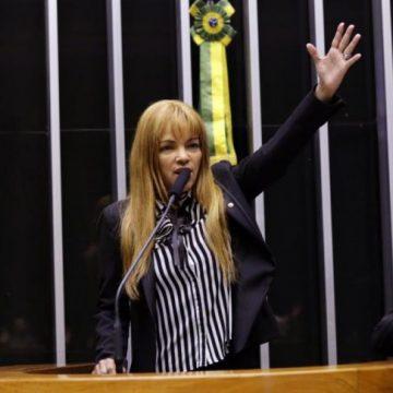 Flordelis pede a colegas 'pelo amor de Deus' para não ser cassada na Câmara