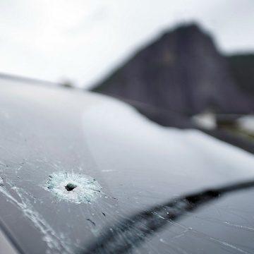 Homens armados com fuzis trocam tiros com policiais e causam pânico na Lagoa, Rio