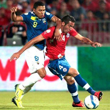 Maurício Isla dá sinal verde ao Flamengo, e dirigentes vão à Espanha por contratação do chileno