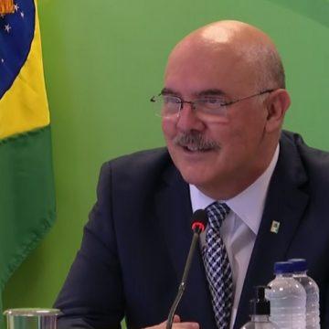 Milton Ribeiro diz que 'foi um pouquinho tarde' iniciativa do MEC de internet gratuita para alunos de baixa renda