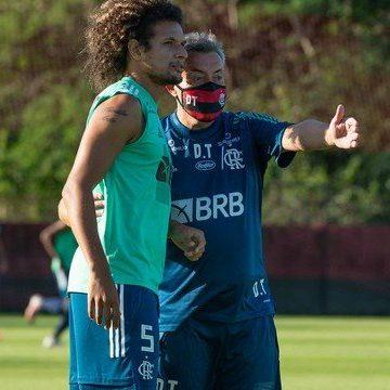 Domènec dá primeiro treino no Flamengo com ajuda de comissão permanente, mas sem Mauricinho