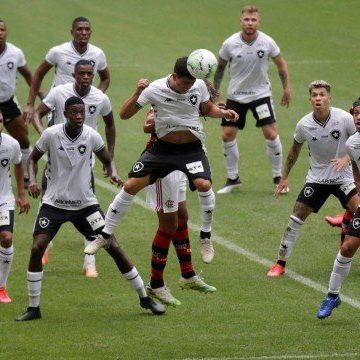 Flamengo e Botafogo marcam no fim e empatam clássico no Maracanã