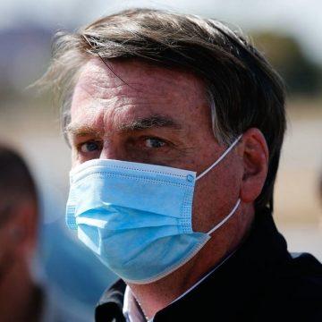 Perguntado sobre cheques de Queiroz a Michelle, Bolsonaro diz ter vontade de dar 'porrada' em repórter do GLOBO