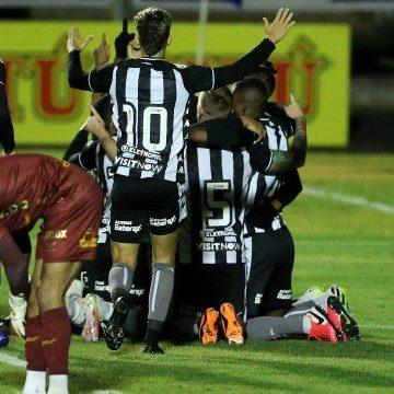Presidente do Botafogo critica 'lamentável' arbitragem na Copa do Brasil: 'Impossível competir desse jeito'