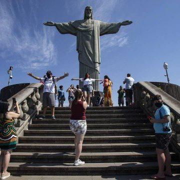 Reabertura do Cristo Redentor é marcada por atrasos na liberação de turistas