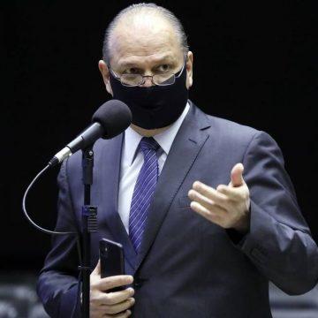 Bolsonaro troca líder do governo na Câmara por deputado do centrão