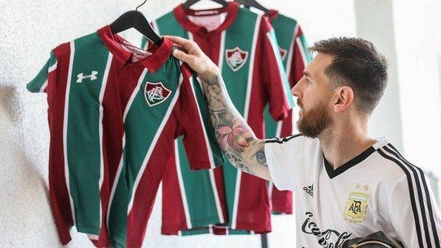 Após Messi pedir para sair do Barcelona, Flu posta camisa 10 com o nome do craque