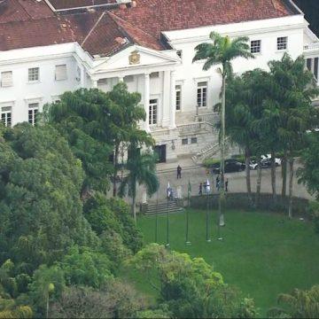 Crivella é alvo de buscas e tem celular apreendido em investigação sobre suposto 'QG da Propina' na Prefeitura do Rio