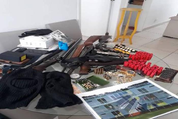 Suspeito de integrar milícia é preso em operação da Polícia Civil com Inea na Barra da Tijuca