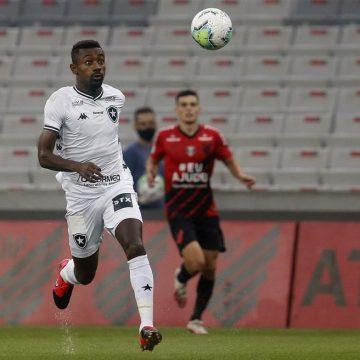 Botafogo libera Kalou para formatura na França, e atacante não enfrenta o Vasco