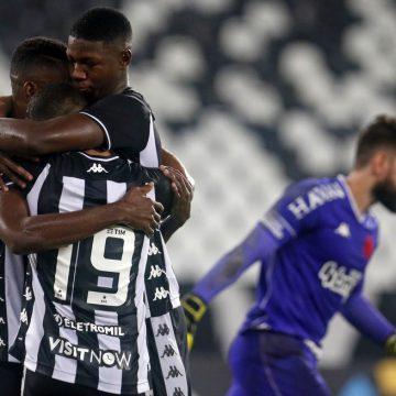 Bem avaliado internamente, Babi não surpreende Botafogo com bons desempenhos e gols