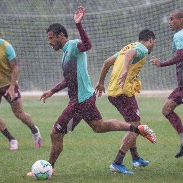 Fred volta a treinar em campo após Covid-19 e pode reforçar o Fluminense na Copa do Brasil