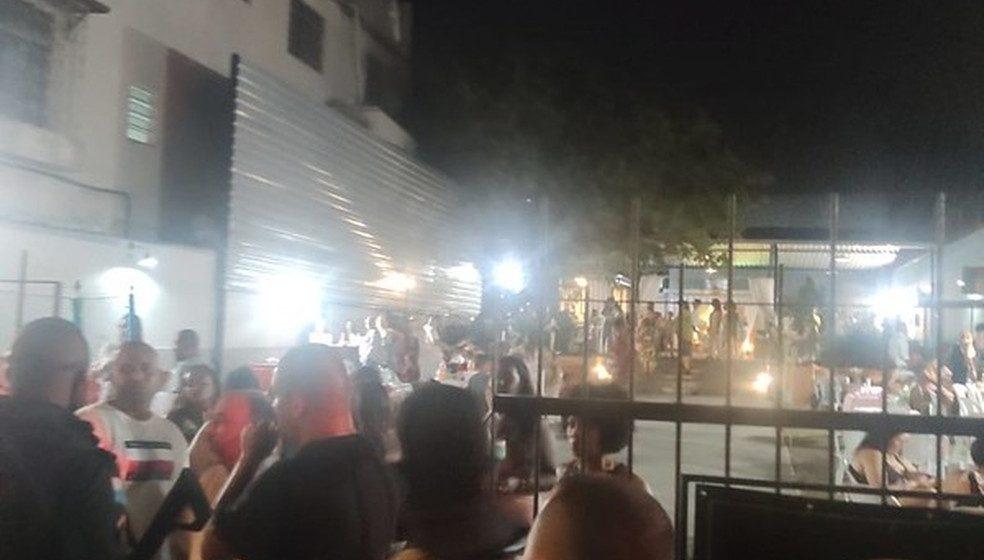 Guarda Municipal e PM interrompem festa de casamento com mais de cem convidados e uma bateria de escola de samba no Rio
