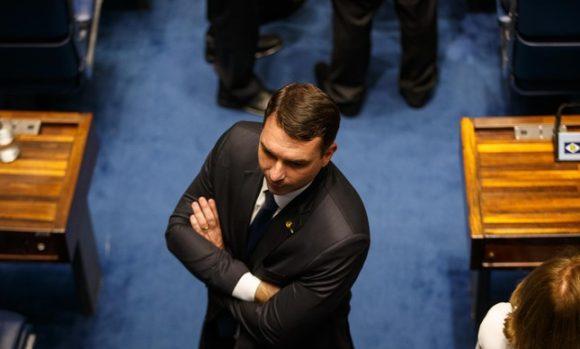 Pedido de cassação de Flávio Bolsonaro está parado no Senado há sete meses