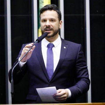 'Reforma dá margem para demissões e perseguições políticas', critica parlamentar
