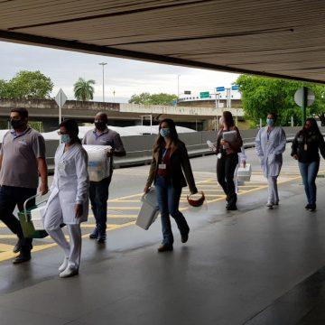 Flamengo desembarca no Rio e é recebido por equipe médica após casos de Covid