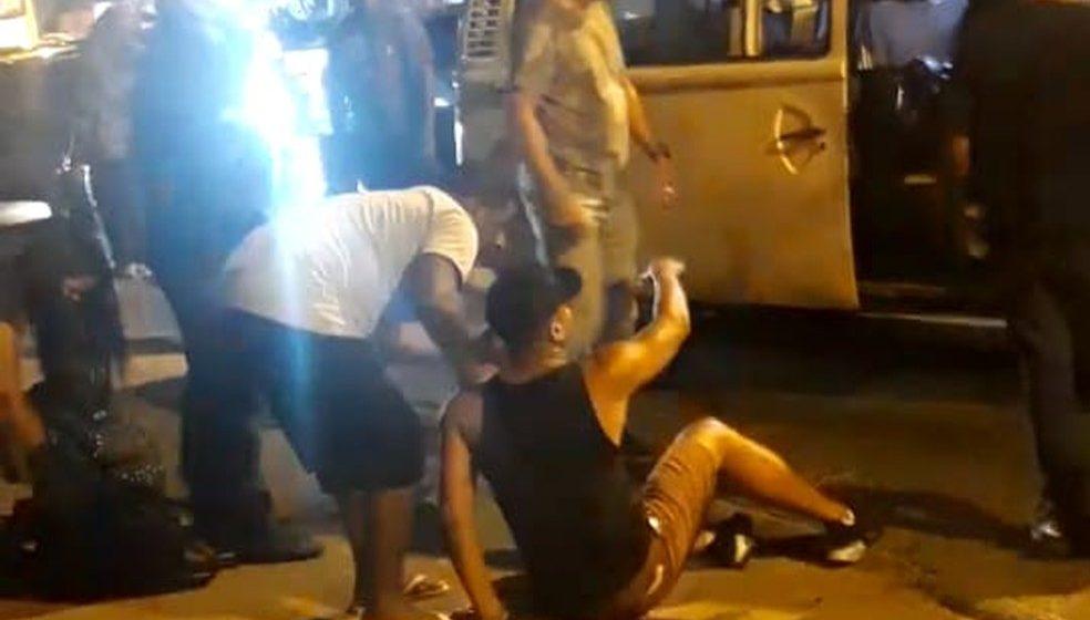 Tiro que atingiu motorista de van na Zona Norte do Rio desviou em botão da bermuda