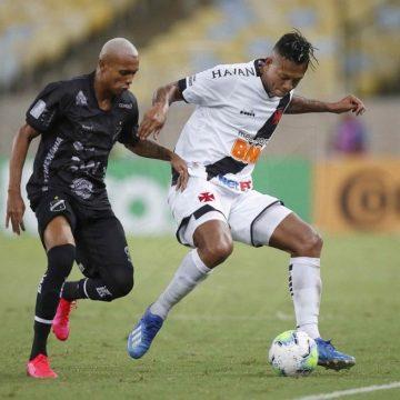 Debate financeiro e cláusula para evitar outro time no Brasil marcam negociação de rescisão entre Guarín e Vasco
