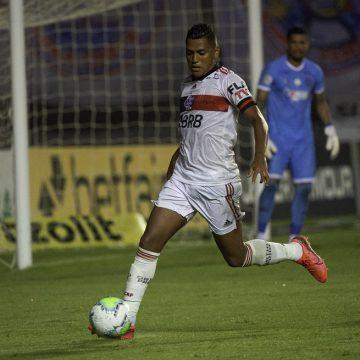 Volante em treino por engano, Pedro Rocha mira mais chances na função favorita no Flamengo