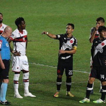 Vasco joga mal, e 'lei do ex' dá vitória para o Atlético-GO em São Januário
