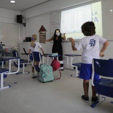 Baixa adesão de alunos e cuidados redobrados marcam reabertura de escolas privadas no Rio