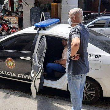 Médico suspeito de fazer prova no lugar de candidatos de vestibular é preso no Rio