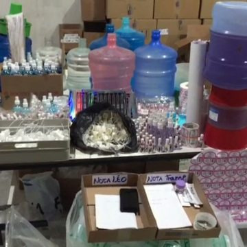 Polícia interdita fábrica clandestina de cosméticos no Rio; dono usava tinta de impressora em esmaltes
