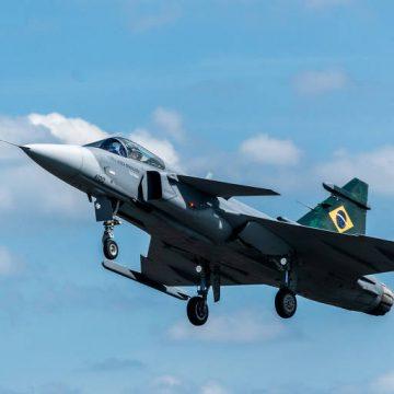 Gripen, aeronave de caça da FAB, faz voo inaugural em Brasília