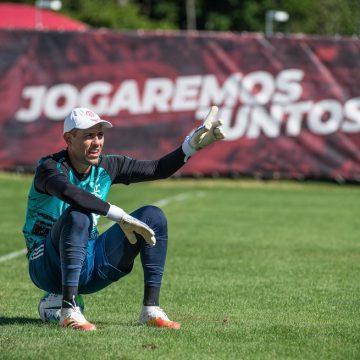 Em semana de renovações, Flamengo conversa com otimismo por Diego Alves e Matheuzinho