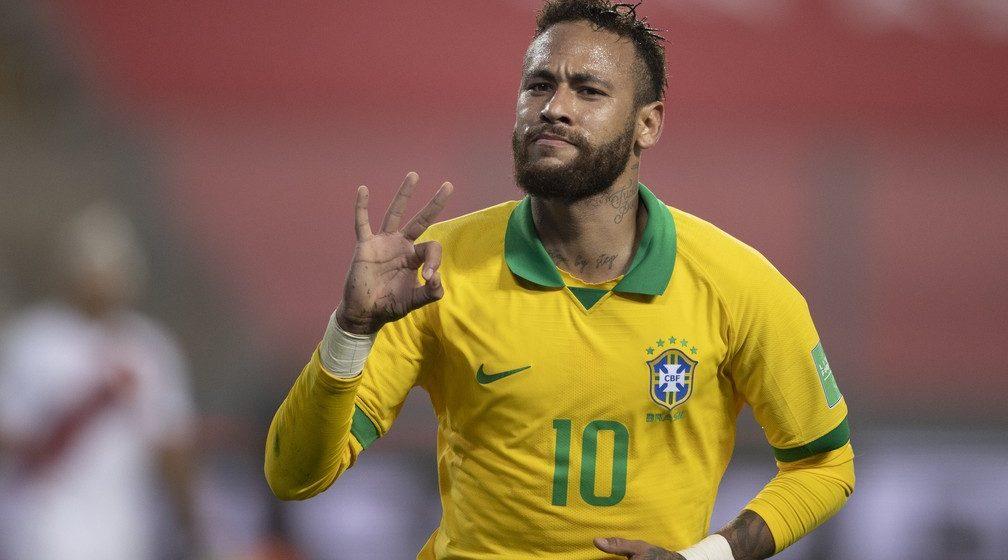 Neymar chega a 19 hat-tricks na carreira e mantém tradição de homenagear ídolos após feitos