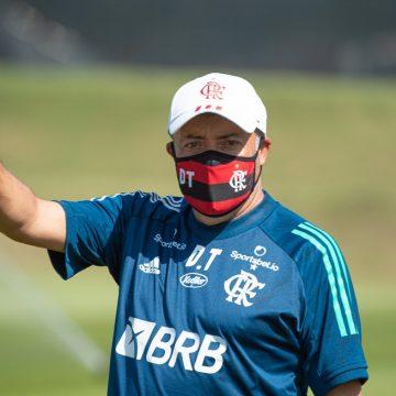 Recuperado de Covid, Domènec Torrent volta a comandar treinos no Flamengo