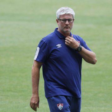 """Odair comemora momento do Fluminense, mas freia empolgação: """"Jogo a jogo"""""""