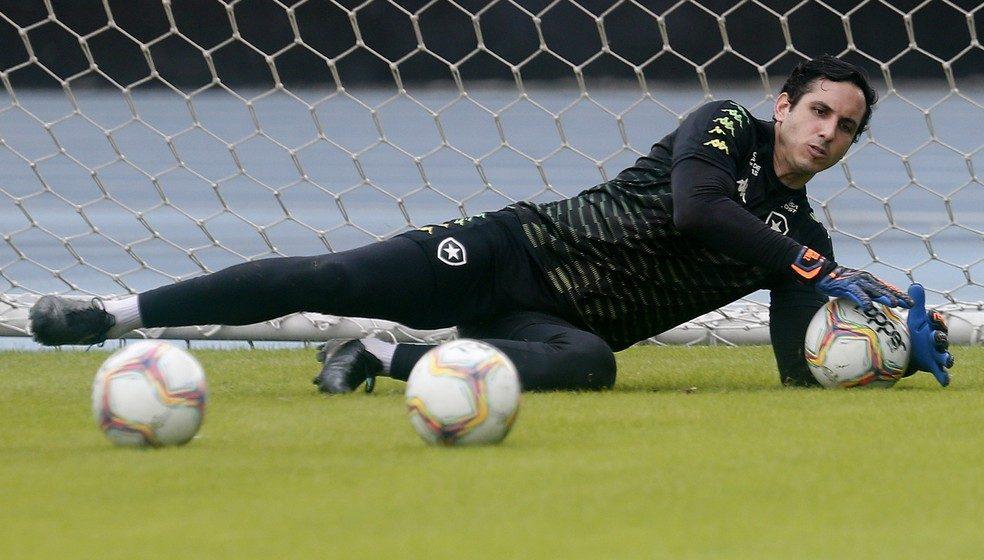 Gatito volta a sentir joelho após jogo pelo Paraguai e fará exame em retorno ao Botafogo