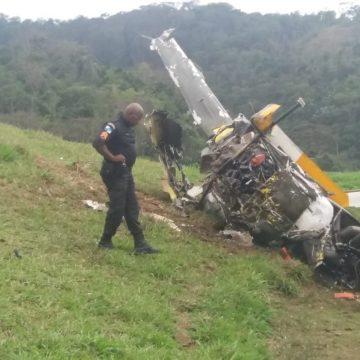 Dois homens morrem em queda de helicóptero em Rio Claro, no Sul do RJ