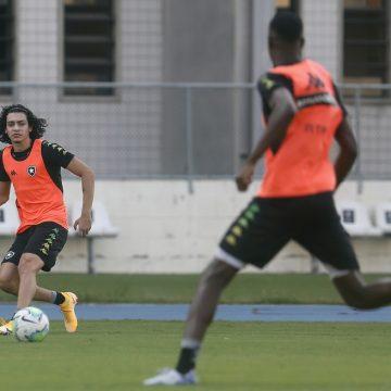 Botafogo libera Matheus para jogos na base, mas mantém joia em treinos no profissional