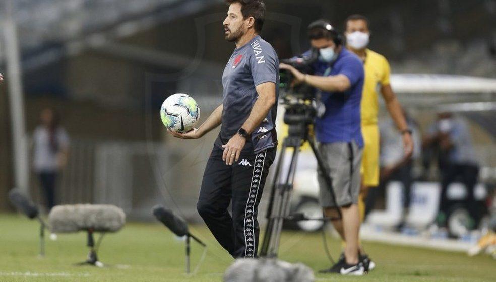 """Ramon lamenta erros no primeiro tempo e assume responsabilidade por derrota do Vasco: """"Machuca muito"""""""