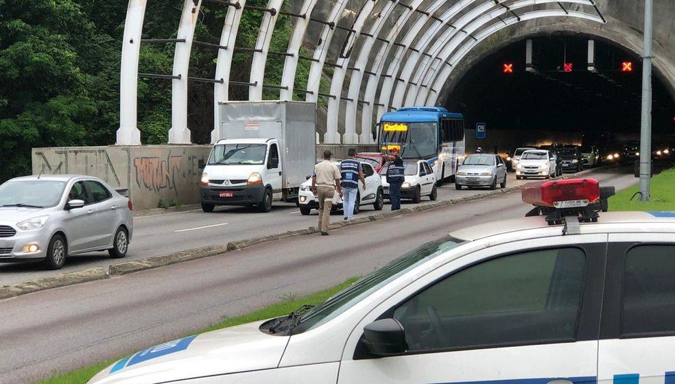 Secretaria de Transportes do Rio aplica 56 multas em ação para coibir tráfego irregular na faixa do BRT