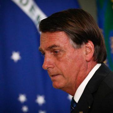Bolsonaro diz que governo não comprará Coronavac mesmo se vacina for aprovada pela Anvisa