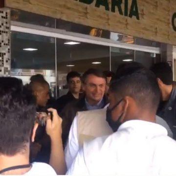 """""""Quando um não quer, dois não brigam"""", diz Ramos em passeio de moto com Bolsonaro"""