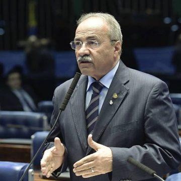 'Apenas fiz meu trabalho de trazer recursos para combater a Covid-19 ', diz senador flagrado com dinheiro na cueca