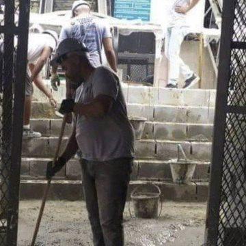 No calçadão de Bangu, para ter acesso a escada rolante é preciso vencer degraus de concreto