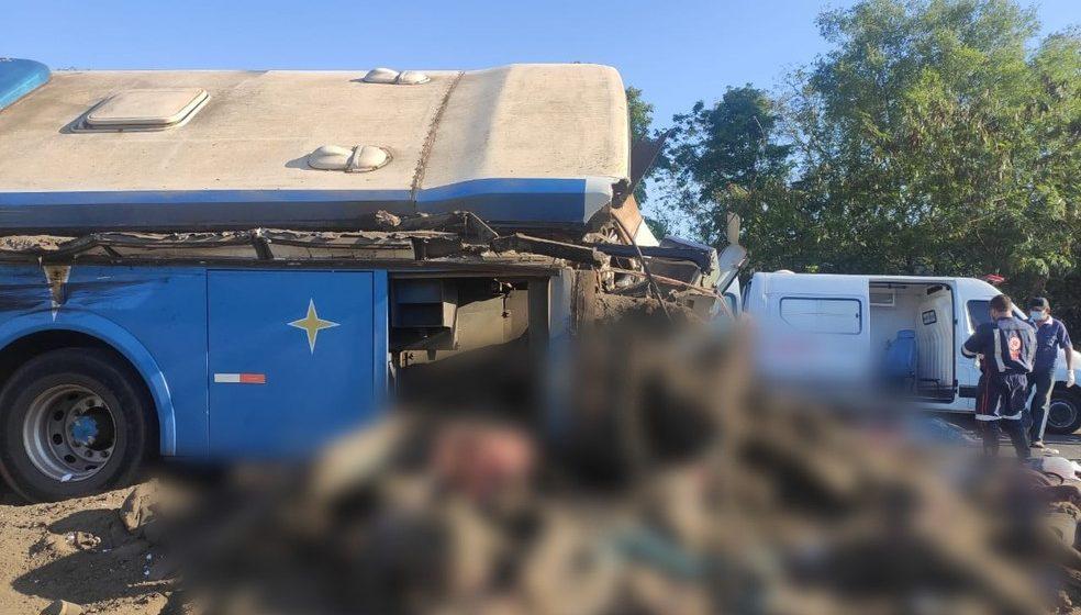 Acidente em rodovia no interior de SP provoca 22 mortes, diz PM