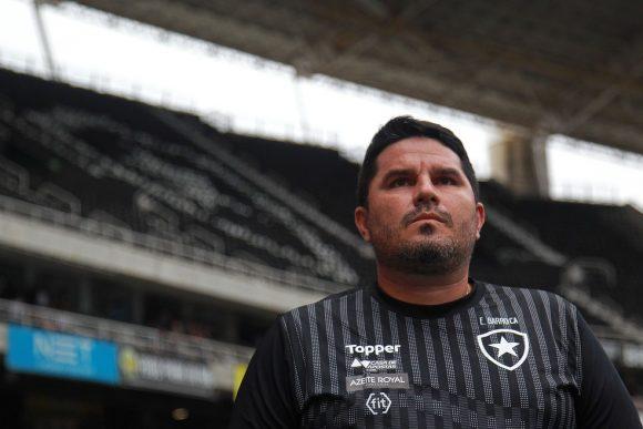 Botafogo informa que Ramón Díaz deixa o clube, e Eduardo Barroca é o novo treinador