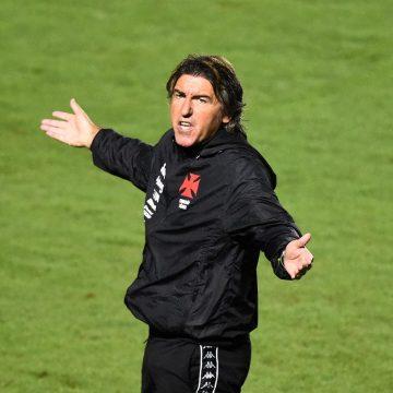 Às vésperas do 10º jogo da gestão de Sá Pinto, Vasco tem desafios: melhorar ataque e como mandante