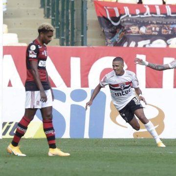 Flamengo é goleado pelo São Paulo e não vira líder do Brasileirão