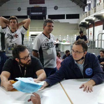 Bastidores da eleição do Vasco: mar de Leven pela manhã e indefinição sobre união entre Brant e Salgado marcam pleito sem fim