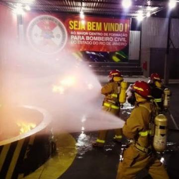 Lei aprovada na Alerj torna obrigatório bombeiros cíveis em grandes comércios e industrias.