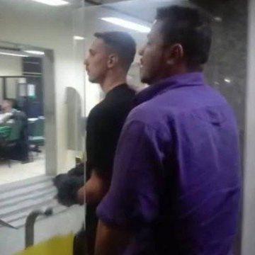Tatuador é preso suspeito de esfregar órgão sexual no braço de jovem em estúdio de Copacabana